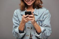 Imagen cosechada de un adolescente bonito alegre Foto de archivo libre de regalías