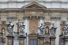 Imagen de apóstoles en la iglesia de San Pedro y de Paul en nieve en Kraków Fotos de archivo libres de regalías