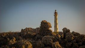 Imagen de Aruba con el faro y las rocas de California en primero plano Imágenes de archivo libres de regalías