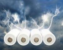 Imagen de baterías en cierre del fondo de la tempestad de truenos para arriba Fotos de archivo