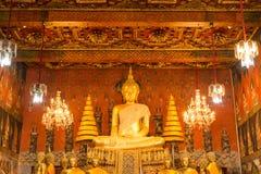 Imagen de Buda en la sumisión de la actitud de Mara fotografía de archivo libre de regalías