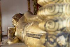 imagen de descanso de oro de la estatua de Buda imágenes de archivo libres de regalías