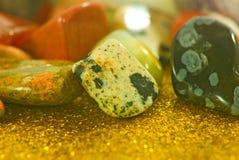 imagen de diverso primer colorido de las piedras Imágenes de archivo libres de regalías