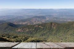imagen de falta de definición del Mountain View en Kew Mae Pan Nature Trail y x28; Doi internacional Fotos de archivo