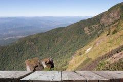 imagen de falta de definición del Mountain View en Kew Mae Pan Nature Trail y x28; Doi internacional Foto de archivo