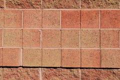 Imagen de fondo de la pared de ladrillo en el color del coral caliente Foto de archivo libre de regalías