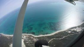 Imagen de la antena de la playa del desierto almacen de video