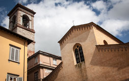 Imagen de la arquitectura en Piazza del Salvador, Lucca, Italia Imagen de archivo libre de regalías