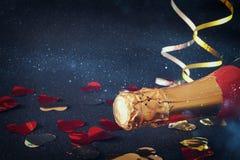 Imagen de la botella del champán Año Nuevo y concepto de la celebración Fotos de archivo libres de regalías