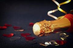 Imagen de la botella del champán Año Nuevo y concepto de la celebración Foto de archivo libre de regalías