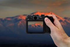 Imagen de la cámara de montañas en la puesta del sol Imagen de archivo