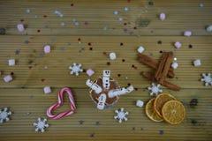 Imagen de la comida y de la bebida de la fotografía de la estación del invierno con la taza del chocolate caliente y las mini mel Imagen de archivo libre de regalías