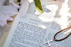 Imagen de la cruz y de Mark16 Pascua Imagen de archivo