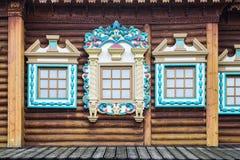 Imagen de la decoración de ventanas del palacio de madera del ` s del zar en Kolomenskoye, Moscú Foto de archivo libre de regalías