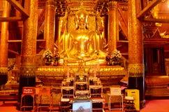 Imagen de la estatua de cuatro Buda en Ubosot de Wat Phu Mintr o de Phumin Te Imágenes de archivo libres de regalías