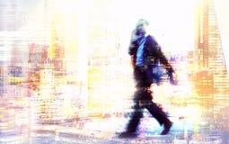 Imagen de la exposición múltiple de la gente que camina en Londres Ejemplo del concepto del asunto imágenes de archivo libres de regalías