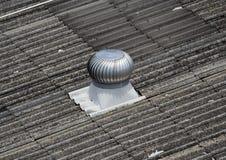 Imagen de la fan de los ventiladores en el tejado Imagen de archivo