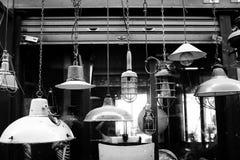 Imagen de la lámpara antigua en mercado Foto de archivo