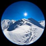 Imagen de la lente de Fisheye del pico de Negoiu en invierno Imagen de archivo