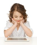 Muchacha con PC de la tableta Imagenes de archivo