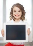 Muchacha con PC de la tableta Imágenes de archivo libres de regalías