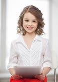 Muchacha con PC de la tableta Fotos de archivo