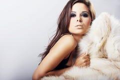 Imagen de la mujer atractiva que se acuesta Fotografía de archivo libre de regalías