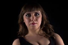 Imagen de la mujer curvy morena imagen de archivo libre de regalías