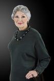 Imagen de la mujer mayor con el sistema del sodalite de la obsidiana Foto de archivo libre de regalías