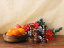Imagen de la Navidad con verde y el candelero del abeto Foto de archivo libre de regalías