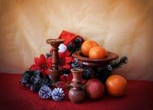 Imagen de la Navidad con verde y el candelero del abeto Fotografía de archivo