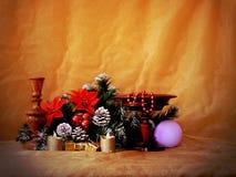 Imagen de la Navidad con verde y el candelero del abeto Fotos de archivo