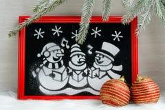 Imagen de la nieve artificial en la caja roja Imagenes de archivo