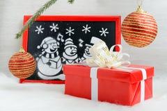 Imagen de la nieve artificial en la caja roja Imagen de archivo libre de regalías