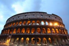 Imagen de la noche de Colosseum en Roma imagen de archivo libre de regalías