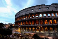 Imagen de la noche de Colosseum en Roma fotos de archivo libres de regalías