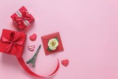 Imagen de la opinión de sobremesa del concepto del fondo del día del ` s de la tarjeta del día de San Valentín de la decoración Foto de archivo
