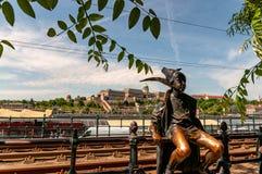 Imagen de la pequeña estatua de la princesa en Budapest imagen de archivo