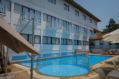 Imagen de la piscina del hotel Fotos de archivo libres de regalías