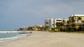 Imagen de la playa en el lugar del centro turístico fotos de archivo