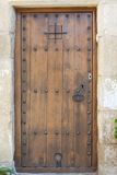 Imagen de la puerta española antigua, mediterránea, Cataluña, Peretallada del primer. Imagen de archivo libre de regalías