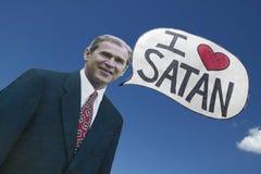 Imagen de la reunión política de anti-Bush en Tucson, AZ con una muestra que dice a presidente George W Bush ama Satanás en Tucso Imagen de archivo