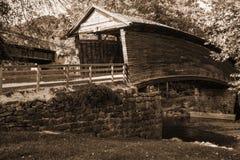 Imagen de la sepia del puente cubierto jorobado histórico imagen de archivo libre de regalías