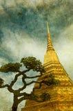 Imagen de la vendimia del stupa de oro ilustración del vector
