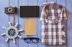 Imagen de la visión superior de los accesorios y de la ropa del inconformista Imágenes de archivo libres de regalías