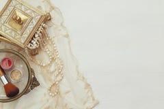 Imagen de la visión superior del accesorio del retrete de la mujer del vintage Imagen de archivo libre de regalías