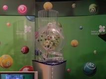 Imagen de las bolas de la lotería durante la extracción Imagen de archivo