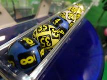 Imagen de las bolas de la lotería durante la extracción Fotos de archivo