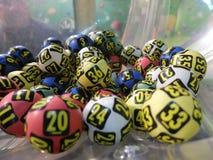 Imagen de las bolas de la lotería durante la extracción Imagen de archivo libre de regalías