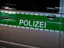 Imagen de las letras Polizei en un coche policía alemán fotos de archivo libres de regalías